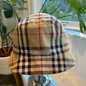 Vintage Burberry Bucket Hat - 💯 Authentic!